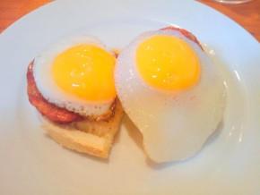 Huevos de codorniz con chorizo